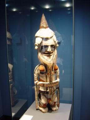 Berner Historisches Museum, Figur aus Ozeanien